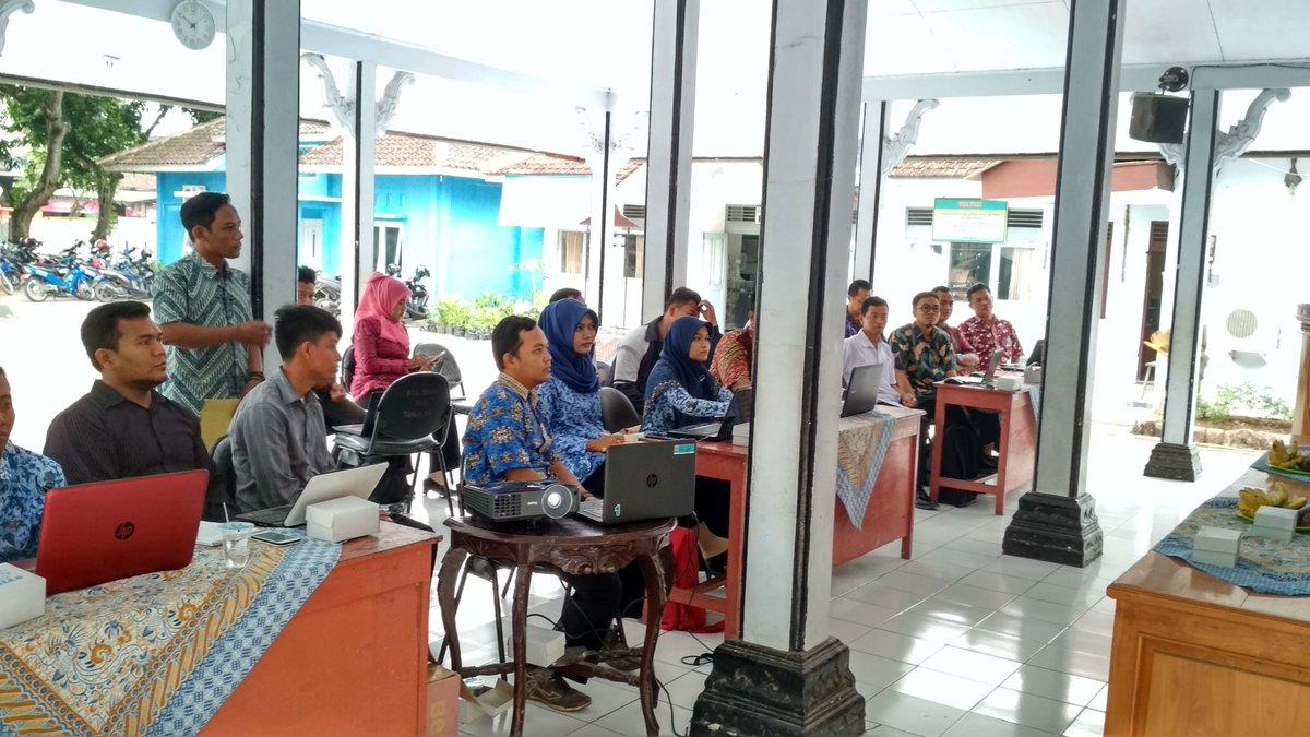 Pelatihan dan Pengelolaan Website Desa